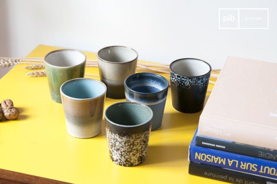 A set of 6 ceramic cups that draws its style from 1970\'s dishes