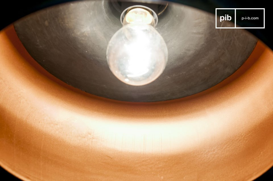 The Skaal pendant lamp is an accessory out of the ordinary, both in its form and its finish