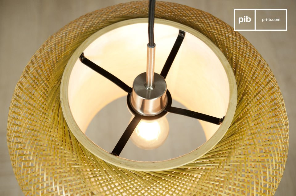 This elegant light has an air of lightness created by the finely-woven bamboo strands