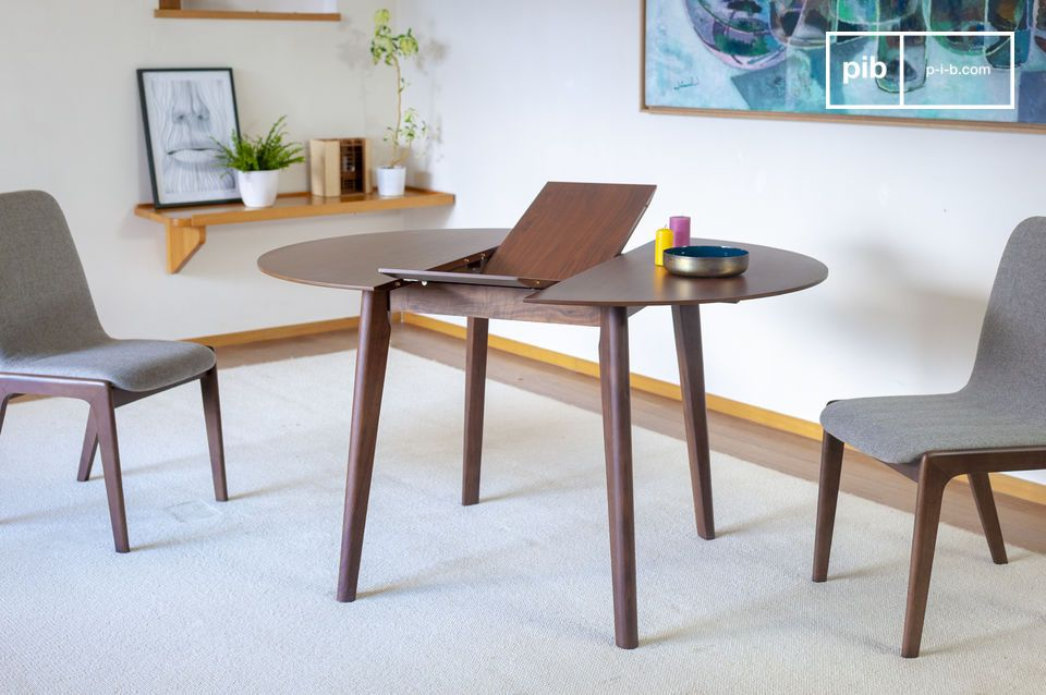 Small extensible table in walnut Cristina