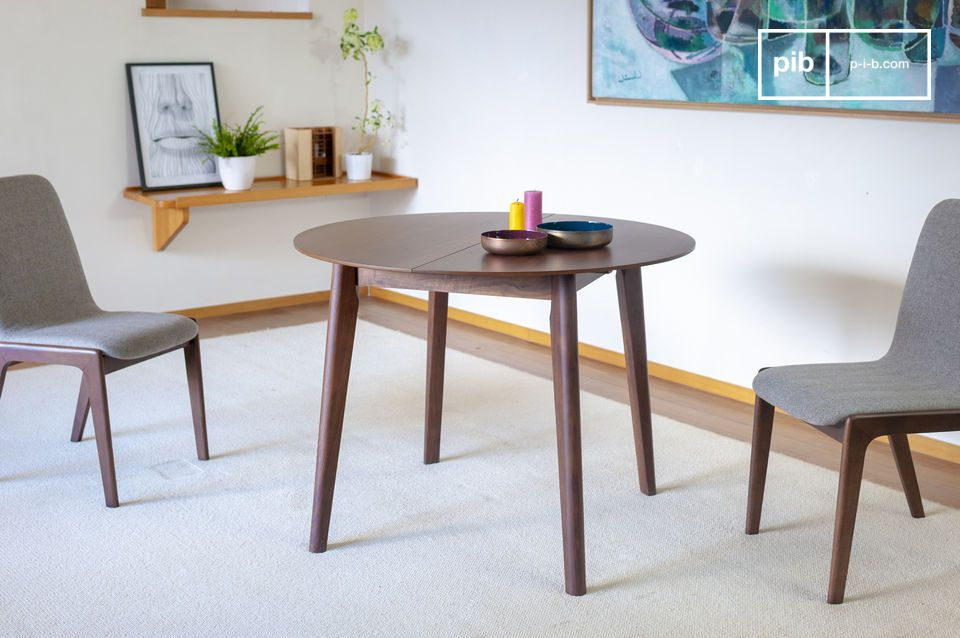 A table all in walnut, adjustable and elegant