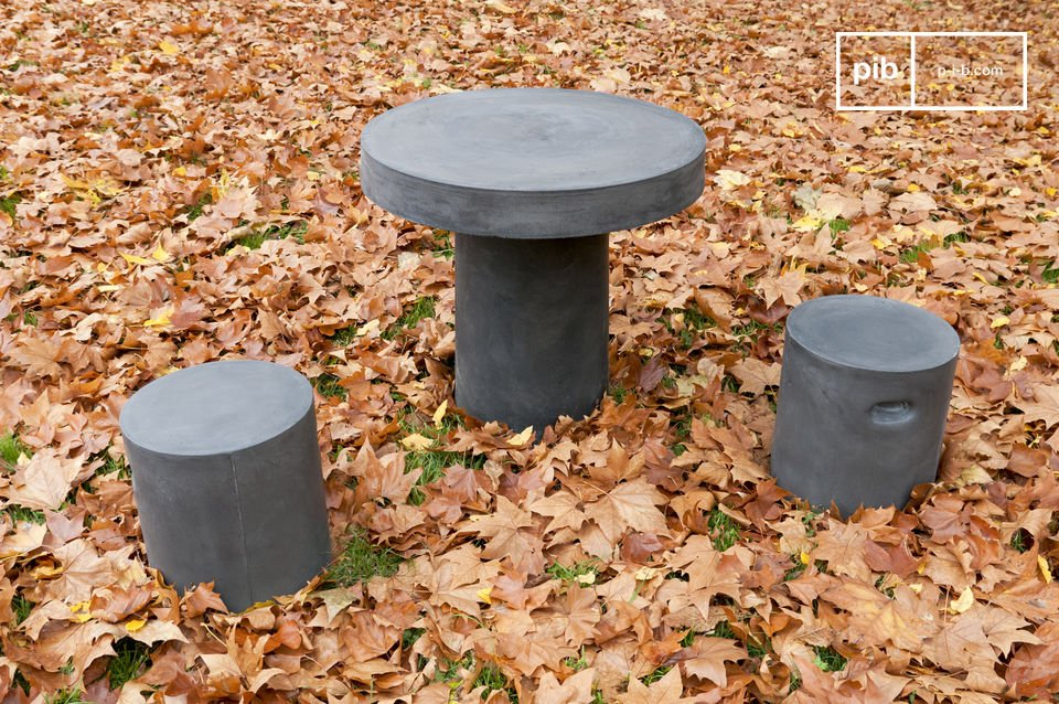 This table with its rough and austere appearance would look good indoors or outside