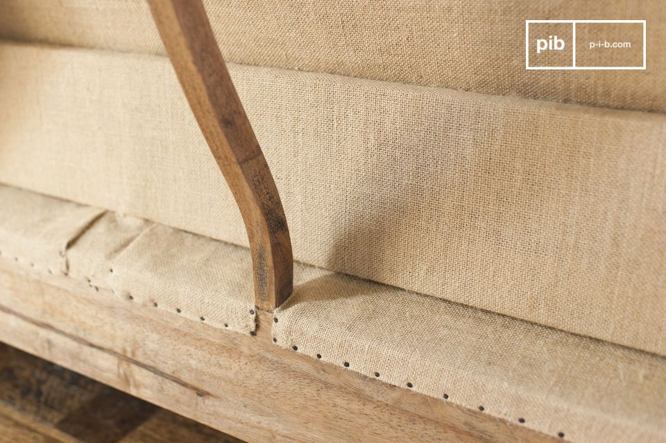 The cushions also have the advantage of being removable to facilitate the maintenance of your sofa