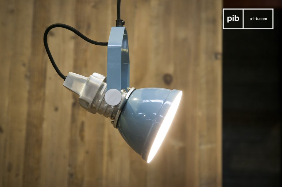 A luminaire with an industrial look 100% metal.