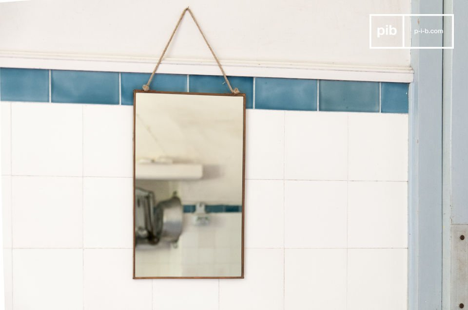 Adopt the elegant simplicity of this mirror, the uncluttered design, the slightly aged matt copper-colored frame, the knotted raw thread, for a trendy retro product