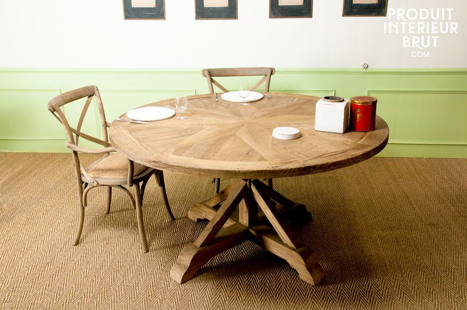 The Stella table will be ideal for dinner with friends, as it can seat eight to ten guests
