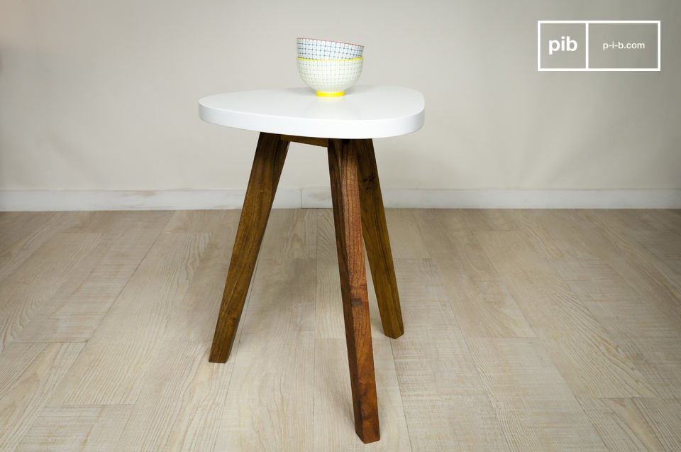 A typical vintage Scandinavian silhouette, with a good contrast between dark acacia wood legs and a lacquered white top