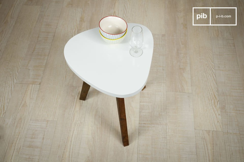 This occasional table will complement all decorating style, such as a sofa end table or a bedside table