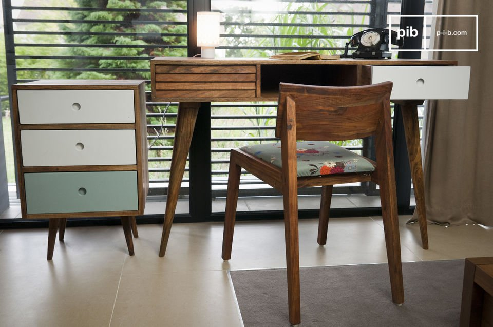 Made entirely out of acacia wood, this piece of furniture is very robust: a purchase guaranteed to last