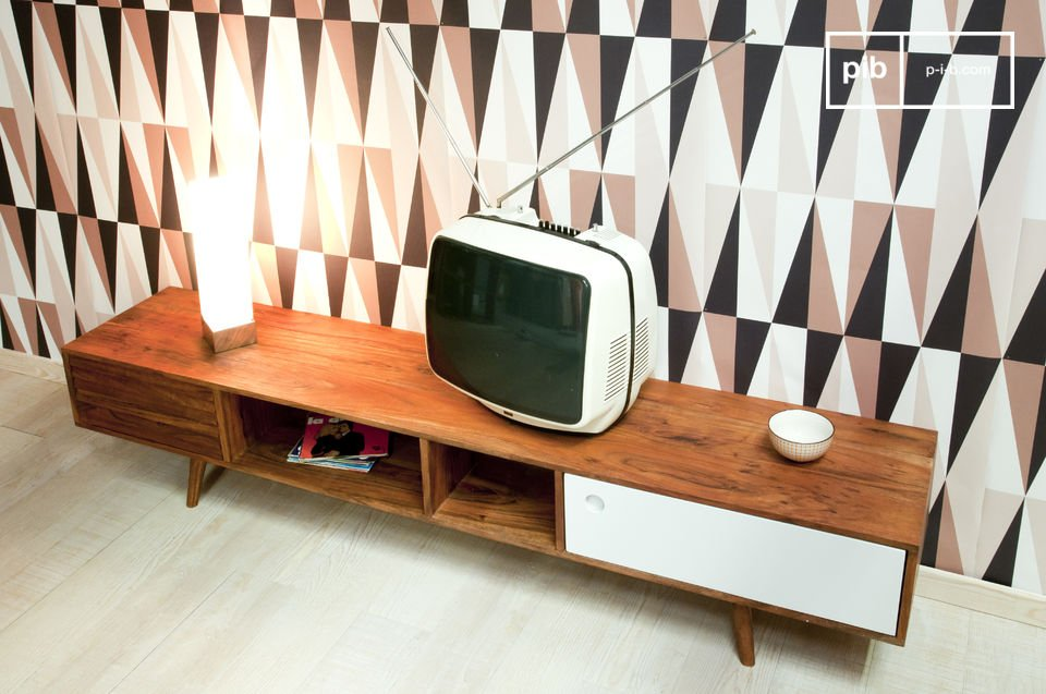 This vintage furniture for your TV is ideal for concealing what has to be hidden and leaving the central section open for decorative objects or remote controls