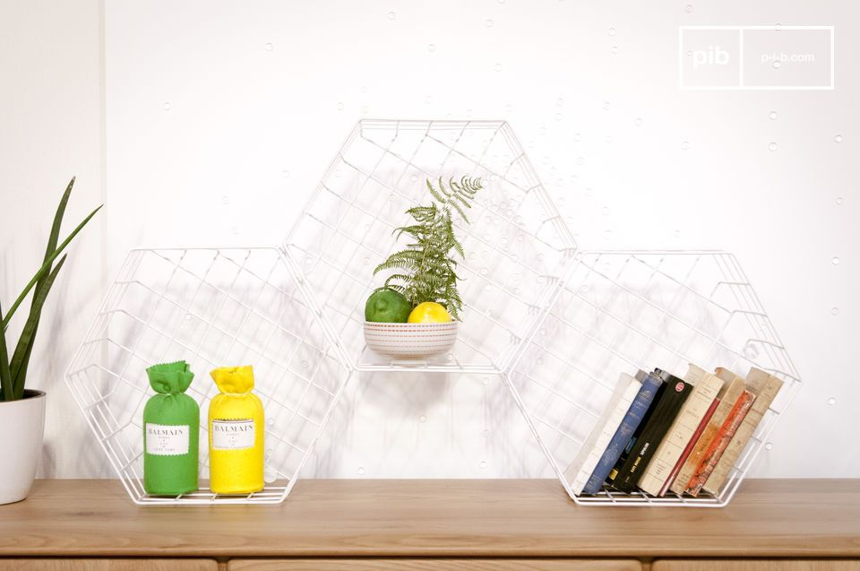 Wall storage with graphic lines