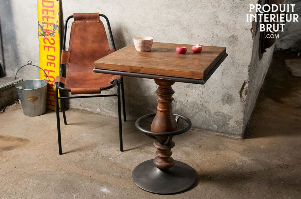 This table shows a successful combination of varnished old elmwood with metallic elements