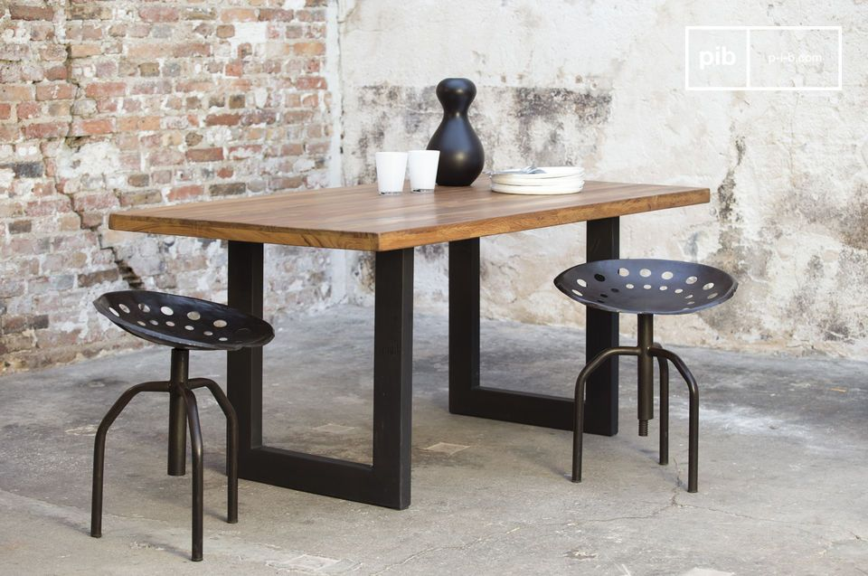 Sublime dining table with geometric base.
