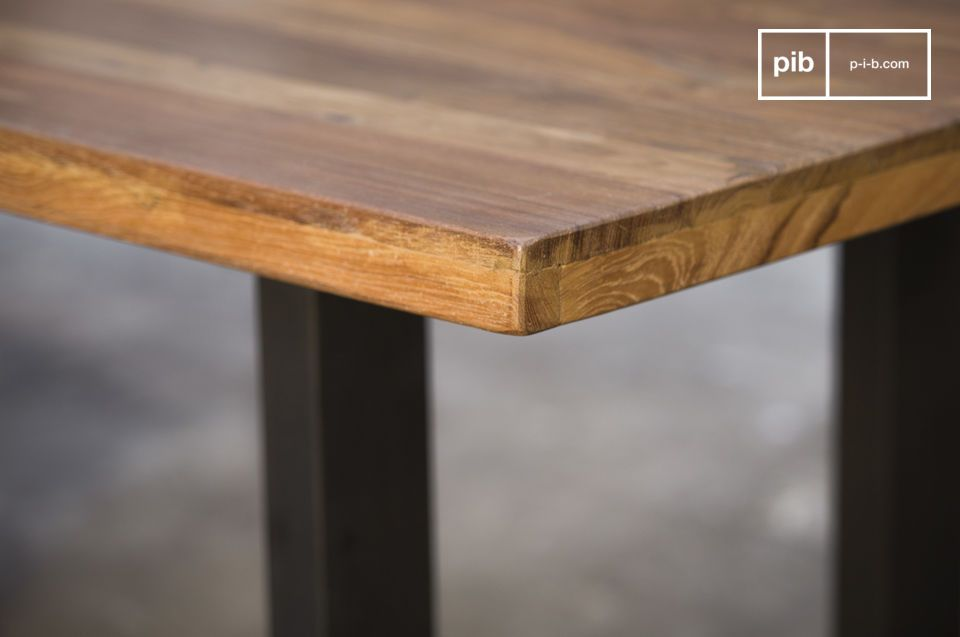 The finishes of this table are extremely well worked.