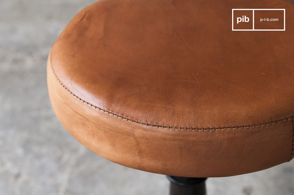 The tailor stool with a leather seat is inspired by old workshops and it will undoubtedly bring a