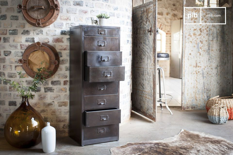 The chest of drawers has a beautiful matt varnished finish, slightly patinated.