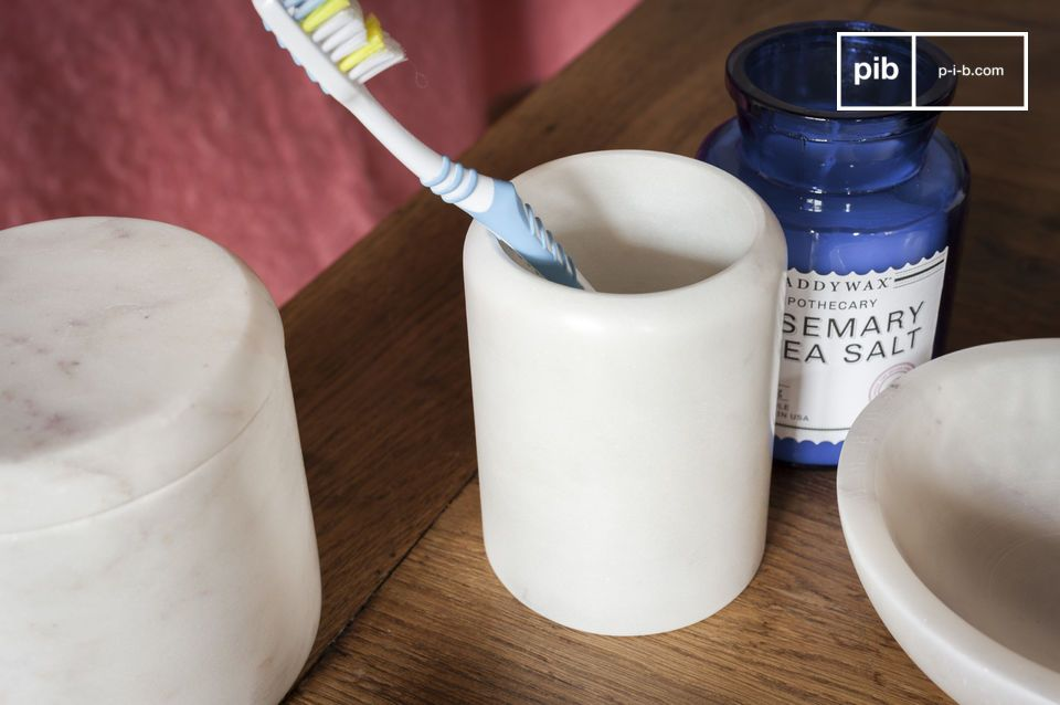 A pencil pot or a toothbrush holder, the elegance of luminous marble