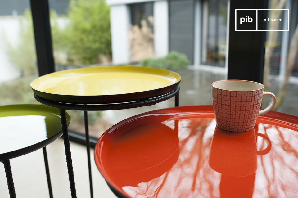 Tripartite table set made of metal with wonderful colours