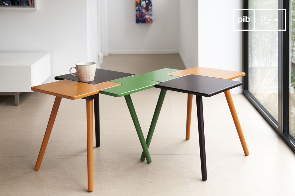 The table feet are complementary to the colours of the table top and are made of solid rubber wood