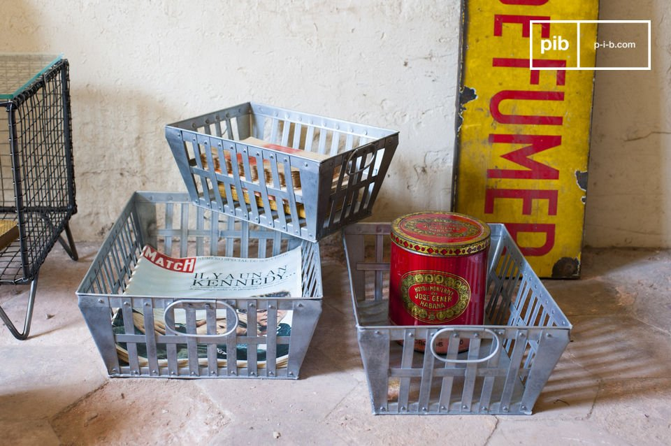 These triple pack metal baskets offer many storage spaces and, at the same, give your interior vintage character