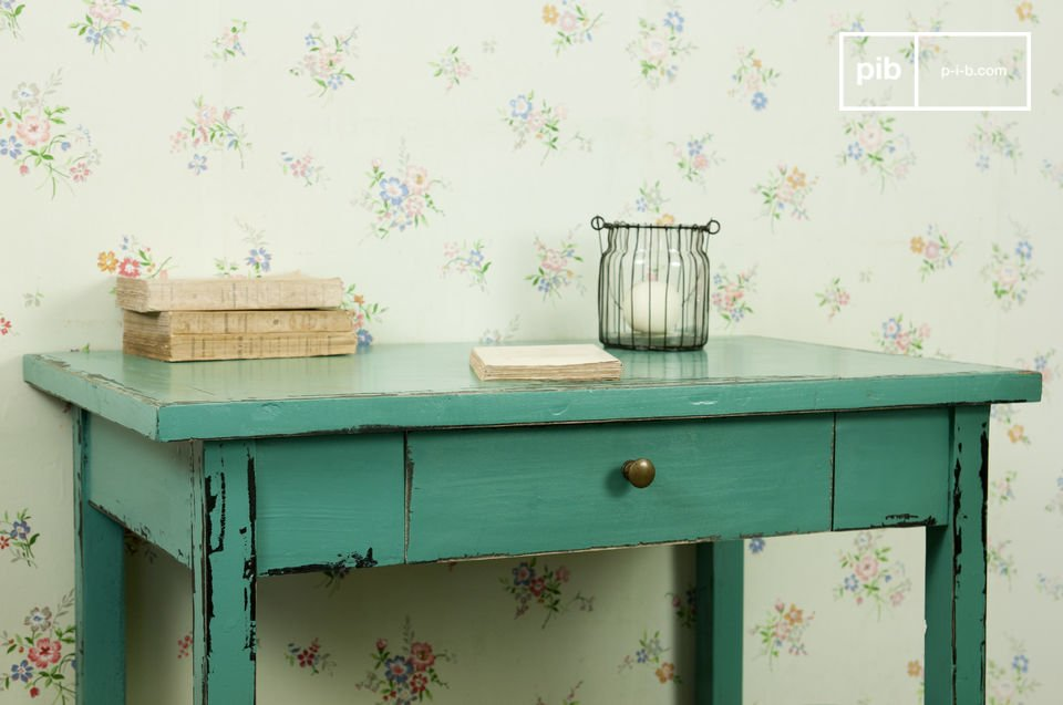 For a nostalgic and charming touch to your home this Turquoise Lila table is a little gem from our