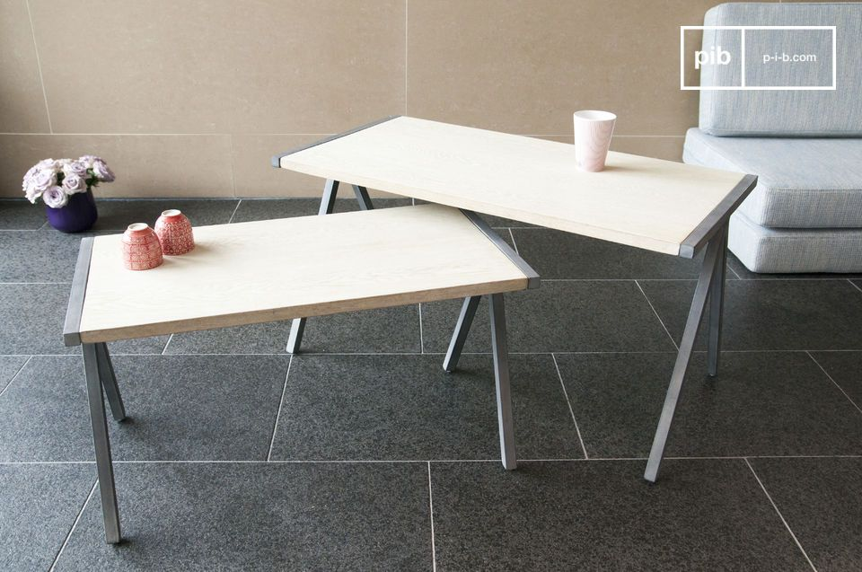 The coffee table Arlanda is an enchanting example of the combination of solid wood and metal
