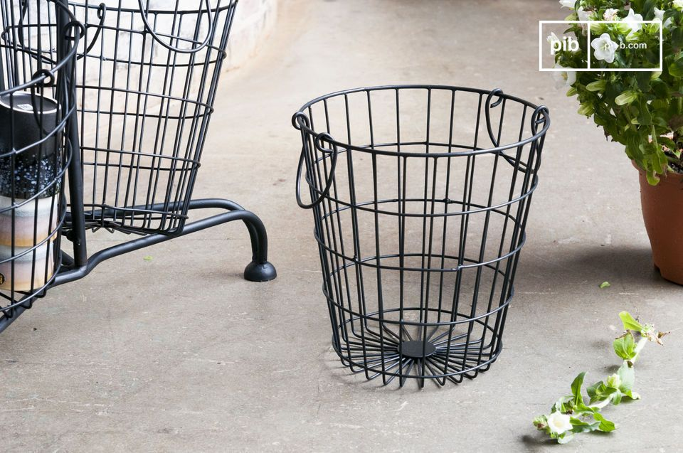 Its vintage design, with its matte black finish, brings a real industrial pop of style to your home