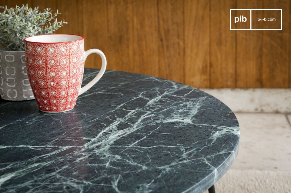A coffee table with timeless luxury combining green marble and matted metal