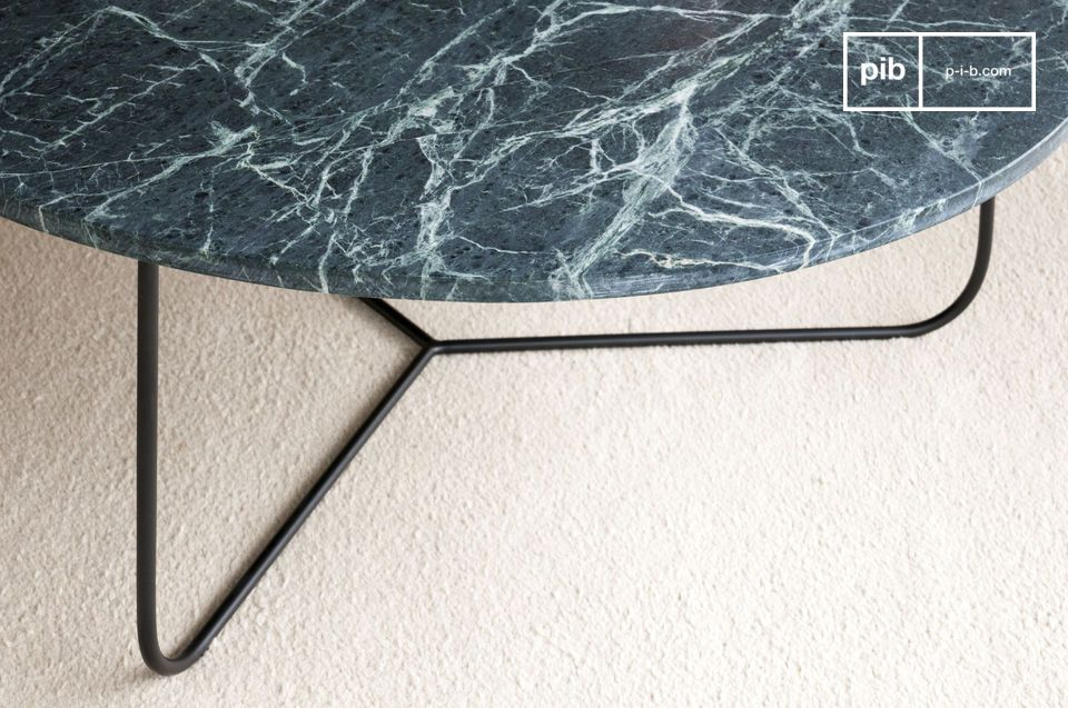 Thanks to the elegance of marble combined with the understatement of metal