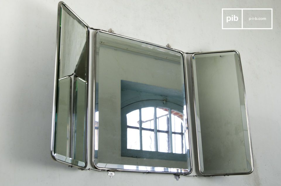 Retractable mirror with retro charm.