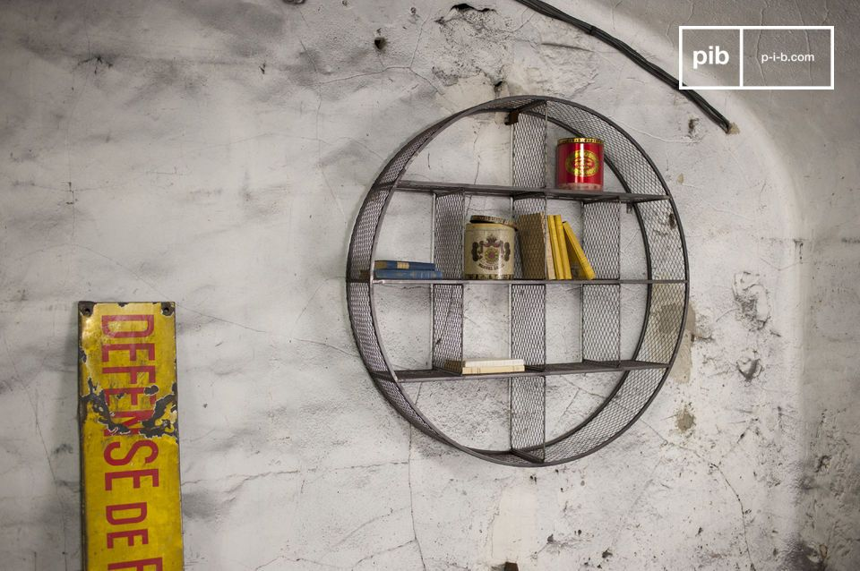 The wall shelf Flèxe is an extraordinary piece of storage furniture: Its metallic structure and the raw finishing will add a certain industrial Retro touch to your walls
