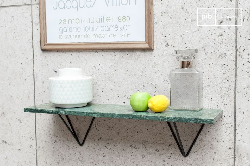 Wall shelf in green marble and a black metal support.