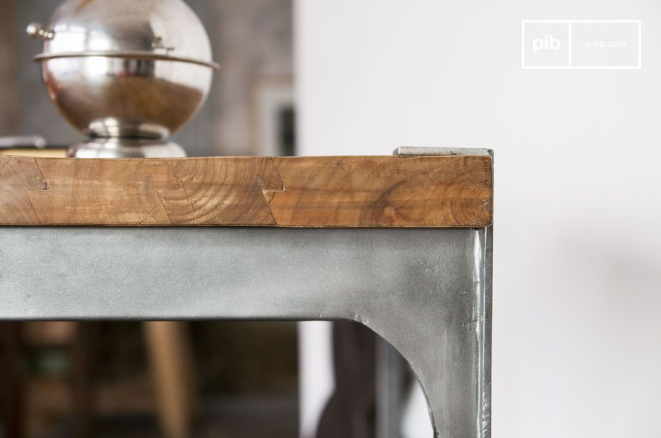 Opt for a high bar combining wood thick teak and steel for industrial spirit touch in your kitchen