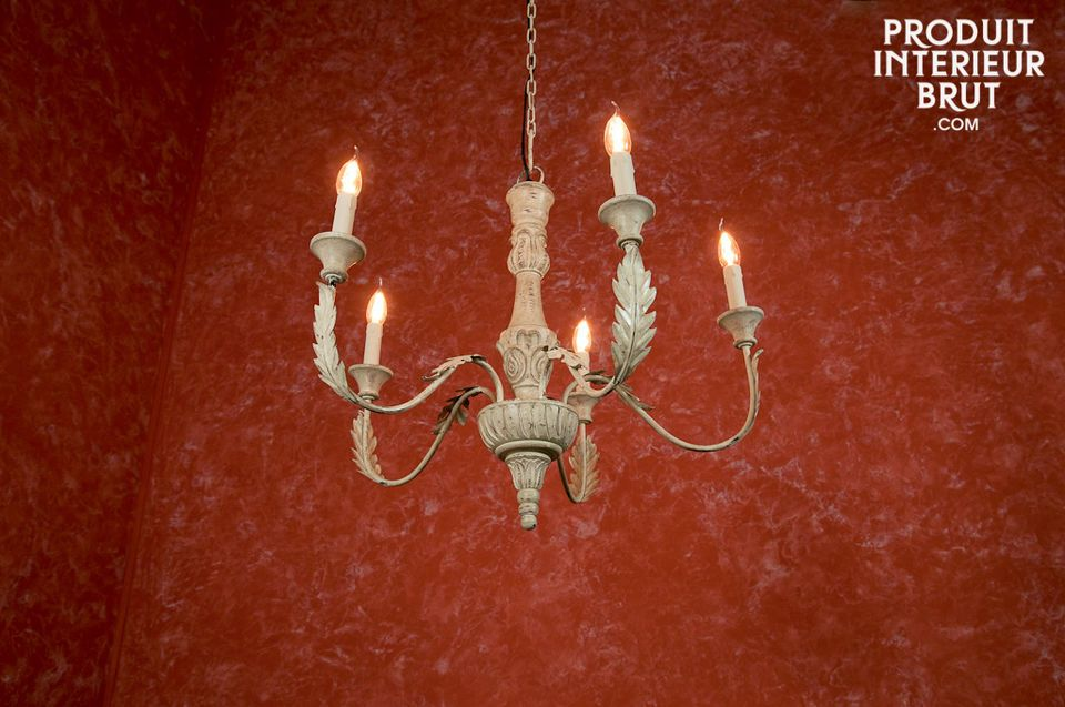 A shabby chic five-arm chandelier to light your rooms