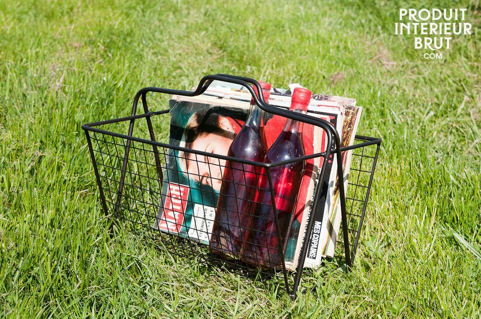 Wire-mesh magazine basket