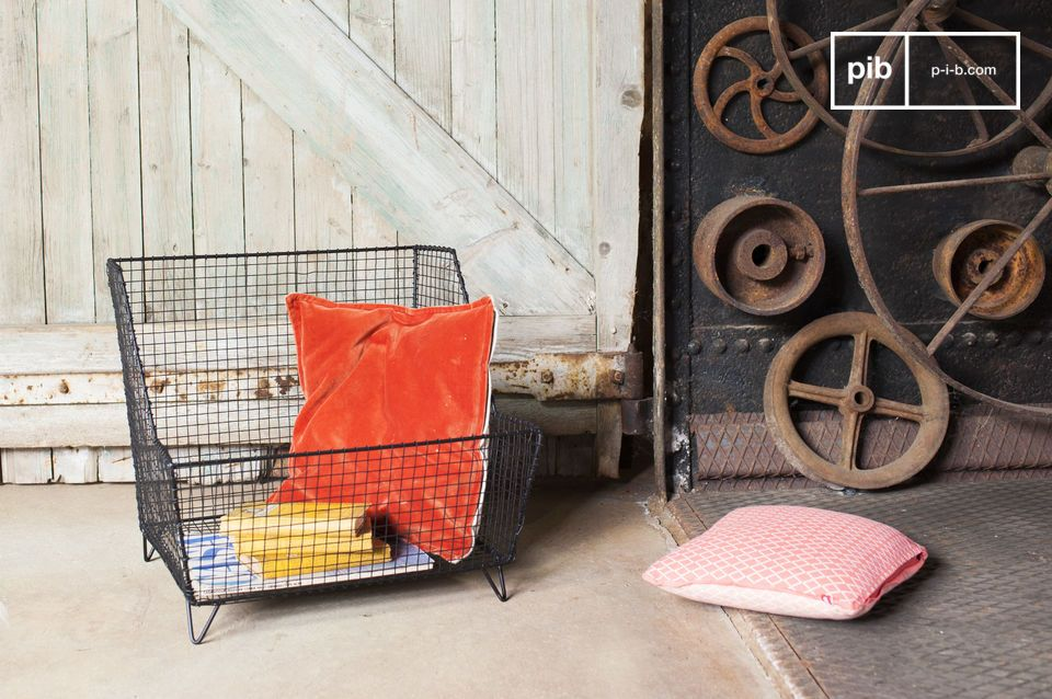 The Woburn grill basket takes inspiration from the Industrial style and it is extremely sturdy and original