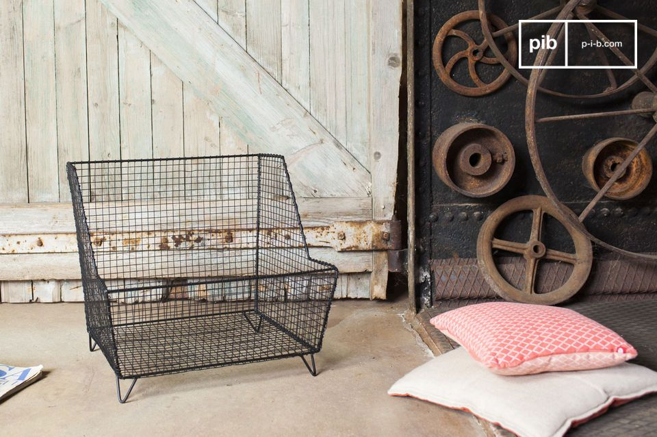 The Woburn grill basket takes inspiration from the Industrial style and it is extremely sturdy and