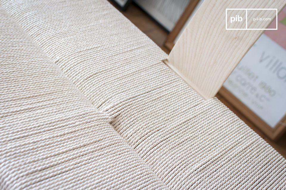 Thanks to its combination of natural materials and lines inspired by 1950s design