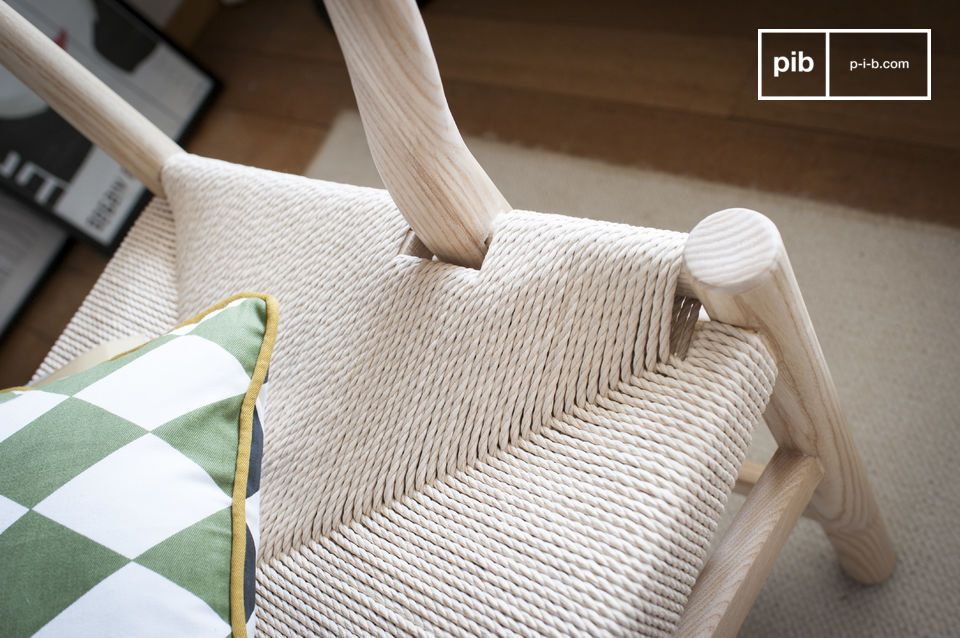The seat of three places is entirely woven of ecru rattan