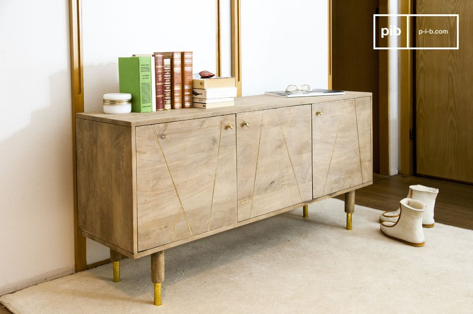 Bright wood, golden accents and great storage capacity
