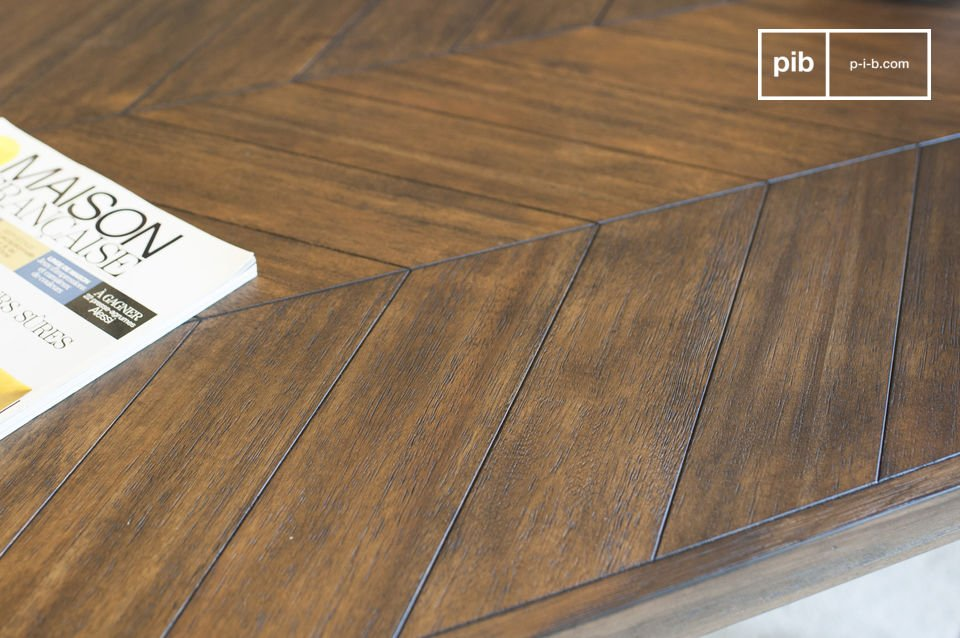 Acacia wood has a very matte finish which intensifies the timeless spirit of the table