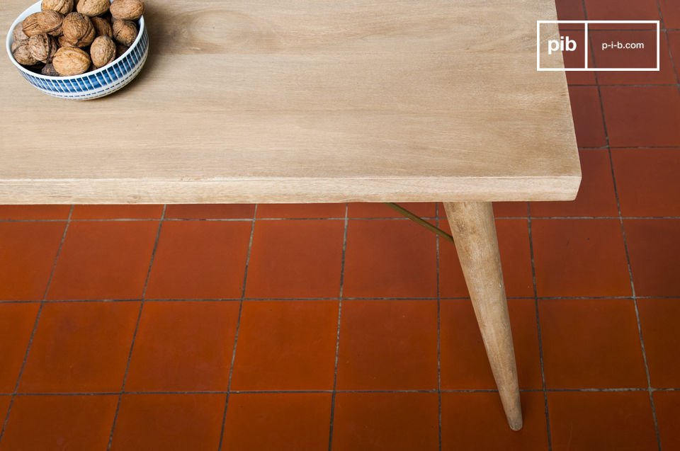 The wooden retro dining table Jotün is very stable with its splayed feet