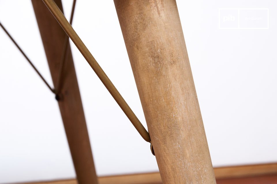 The brass reinforcements between the legs and the table top give it excellent rigidity and make the