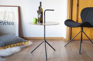 Xyleme portable table with handle