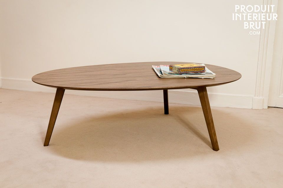 Elegance and vintage style for a table with a walnut finish